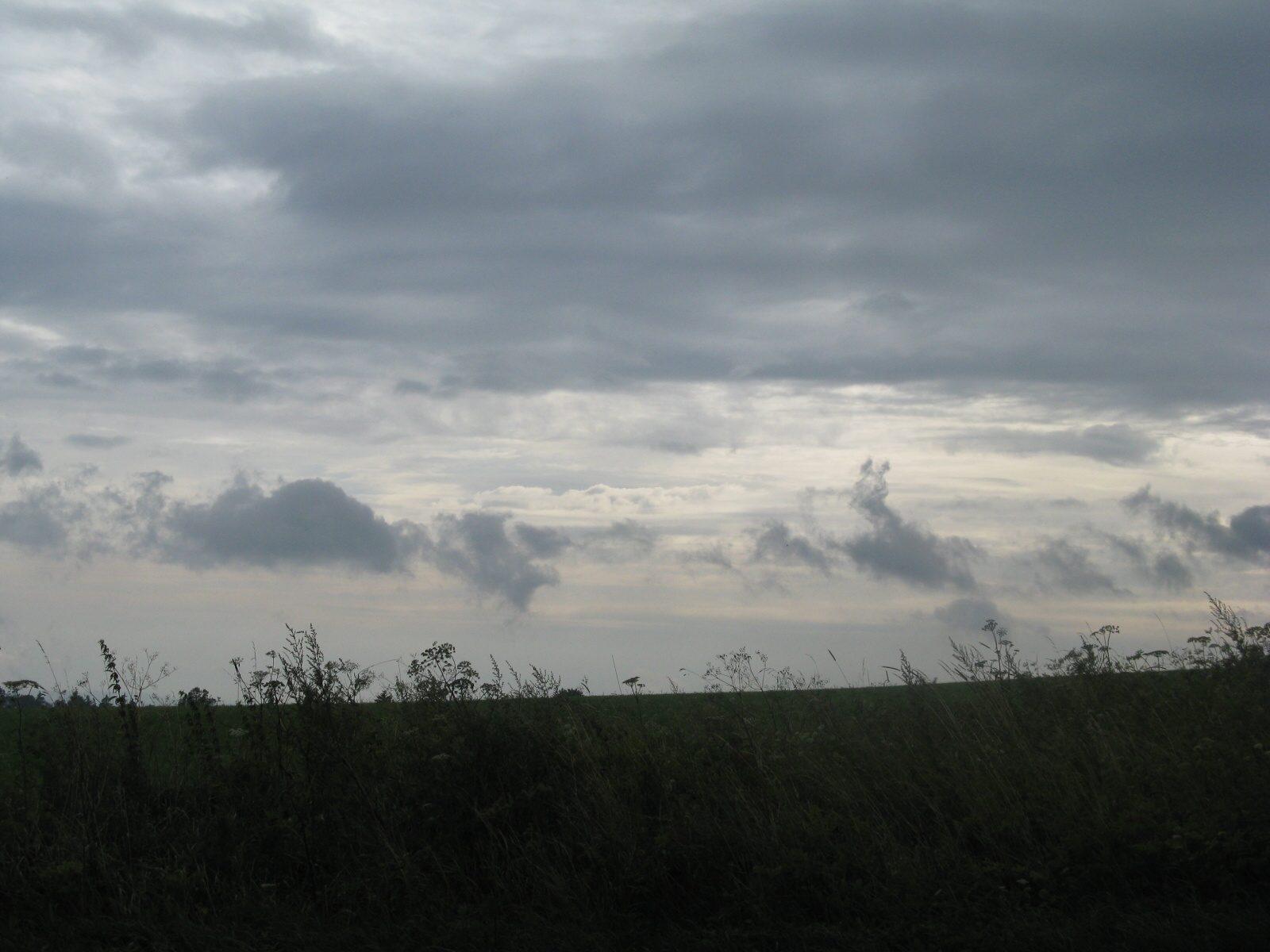 Fotka 3: Zamračená obloha a déšť nad Rokytnicí v Orlických horách