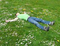 Osobně mám zkušenost, že po 48 hodinách bez spánku, jsem sice pořád naživu, ale pro běžné fungování v podstatě nepoužitelný.
