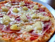 říprava této domácí pizzy je navíc poměrně hodně jednoduchá, myslím, že by to měl zvládnout každý.