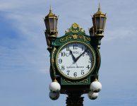 Docela by zajímalo, kolik je po Praze veřejných hodin? Jsou jich stovky nebo tisíce?