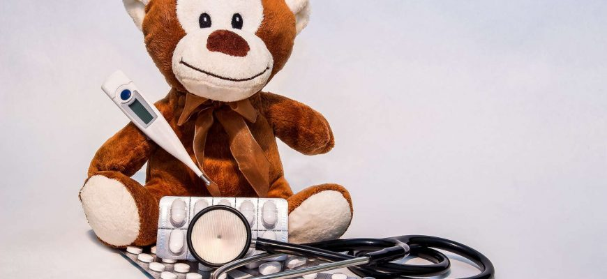 Při dlouhodobém pobytu v zahraničí si musíte v ČR platit zdravotní pojištění nebo doložit, že jste si ho platili v zahraničí.